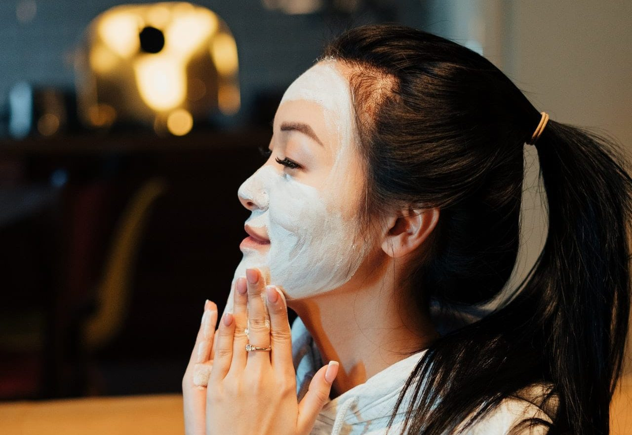 Skin care routine for dry skin needs to include moisturizer