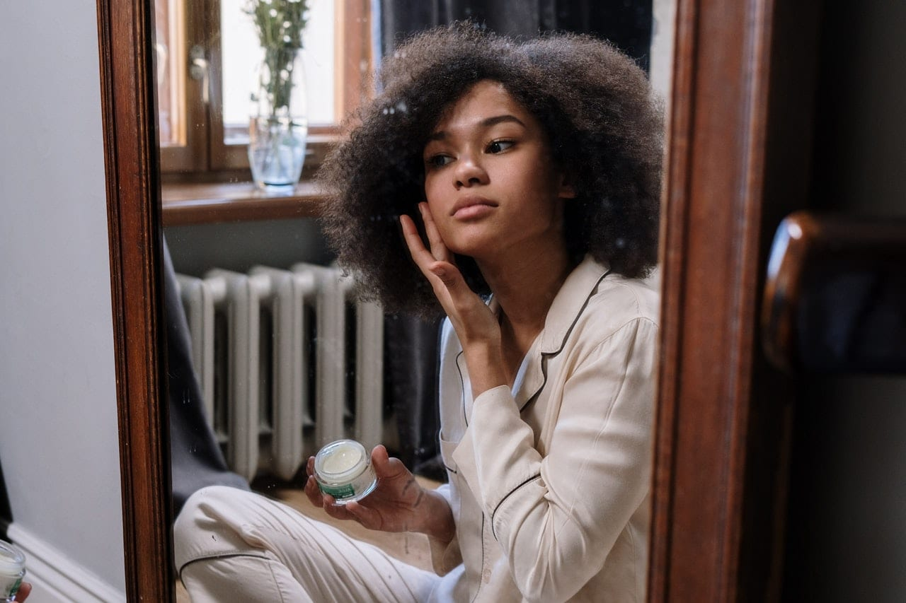 How you use retinoid vs retinol depends on your skin type