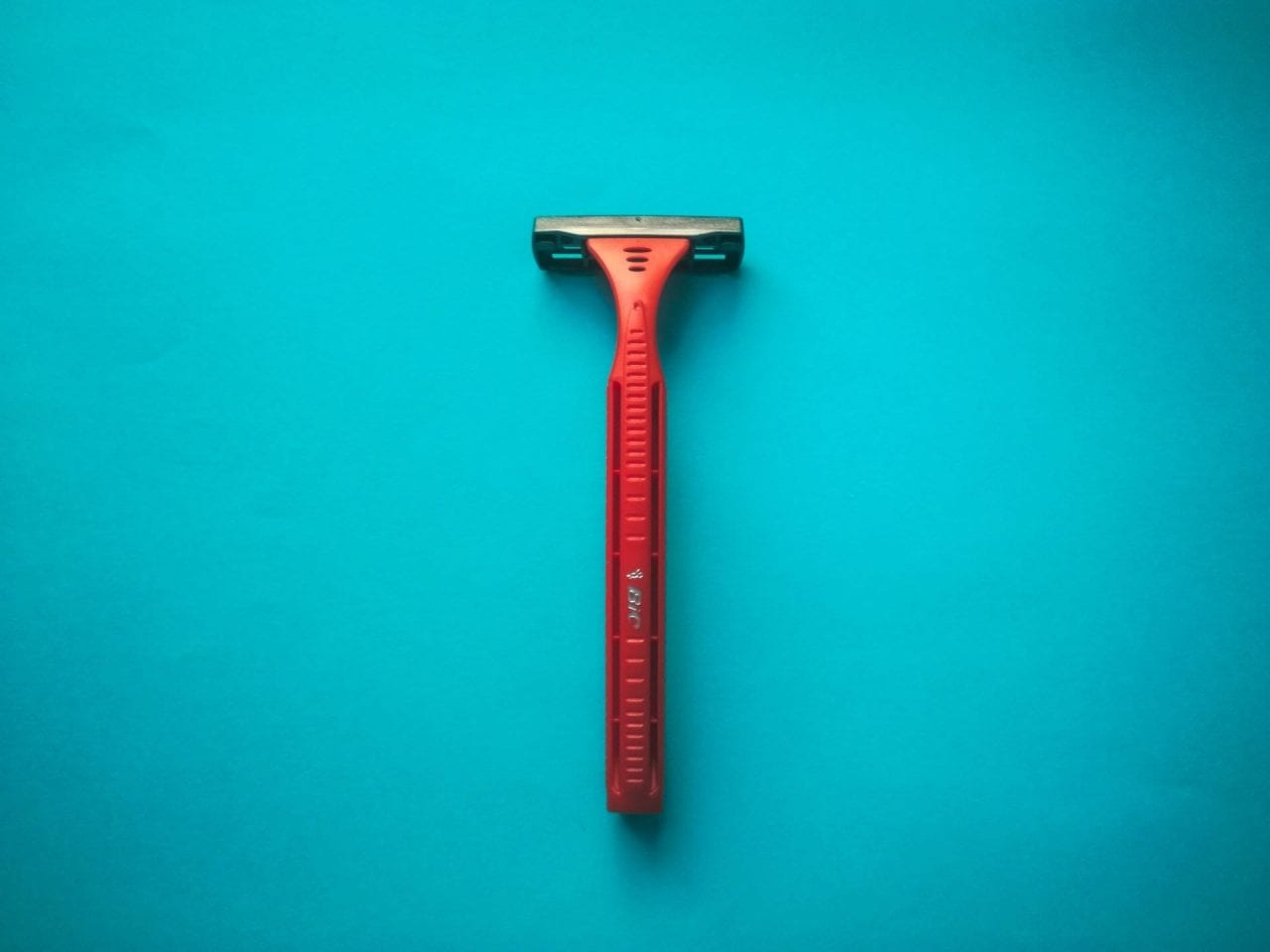 Having the right razor is crucial for successful dermaplaning.